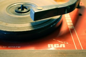 "A record player, by Flickr user ""Ferrari + caballos + fuerza = cerebro Humano"", licensed via Creative Commons"