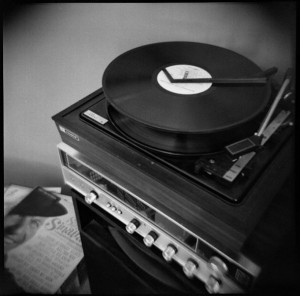 A record player, by Joe Lencioni, licensed via Creative Commons