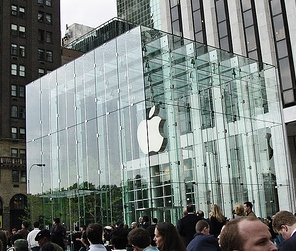 Fifth Avenue Cube - Apple Store, by flickr user Rob Boudon, licensed by Creative Commons.