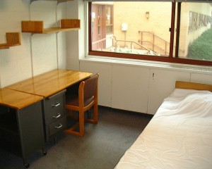 Harvard Dorm Room by Flickr user jonsson, licensed by Creative Commons